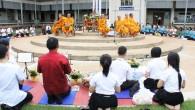 คณาจารย์ บุคลากรและนักศึกษา คณะเทคโนโลยีการเกษตร และวิทยาลัยการแพทย์แผนไทย ร่วมกิจกรรมทำบุญตักบาตร ซึ่งจัดโดยชมรมพุทธศาสตร์ฯ มทร.ธัญบุรี วันที่ 27 มิถุนายน 2555 ณ บริเวณหน้าอาคารสำนักงานคณบดี (ศูนย์รังสิต)