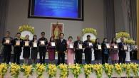 """งานวันครบรอบสถาปนามหาวิทยาลัยเทคโนโลยีราชมงคลธัญบุรี """"มทร.ธัญบุรี สร้างสรรค์วิชาการ สร้างงานสู่สังคม"""" วันที่ 18-20 มกราคม 2556 (บุคลากรและศิษย์เก่าดีเด่น ประจำปี 2555)  ภาพถ่ายโดย :คณะศิลปกรรมศาสตร์"""