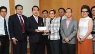 รศ.ดร.นำยุทธ สงค์ธนาพิทักษ์ อธิการบดีมหาวิทยาลัยเทคโนโลยีราชมงคล(มทร.)ธัญบุรี รับมอบเงินทุนการศึกษา จากคุณสุปราณี เกื้อกูลเงิน ผู้จัดการ บริษัทโมโตโรล่า โซลูชั่นส์(ประเทศไทย) จำกัด เพื่อมอบแก่นักศึกษาคณะวิศวกรรมศาสตร์ ณ ห้องประชุมบัวหลวง1 มทร.ธัญบุรี   ภาพถ่ายโดย : กองประชาสัมพันธ์ จัดทำอัลบั้มภาพโดย : งานพัฒนาและเผยแพร่ข้อมูลเว็บไซต์ สำนักวิทยบริการและเทคโนโลยีสารสนเทศ มทร.ธัญบุรี