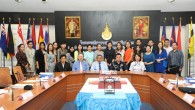 ราชมงคลธัญบุรี จัดอบรมเทคนิค และภาษาอังกฤษระดับสูงสำหรับการทำหน้าที่พิธีกรบนเวทีกิจกรรมนานาชาติ พร้อมทั้งแบบธรรมเนียมสากล (International Protocol) ณ ห้องมังคลอุบล มทร.ธัญบุรี ระหว่างวันที่ 15 – 17 พฤษภาคม 2556 วัตถุประสงค์เพื่อให้บุคลากรที่มีความสามารถในการใช้ภาษาอังกฤษเพื่อการสื่อสารอยู่แล้ว มาฝึกใช้ภาษาอังกฤษระดับสูง และเข้าใจแบบธรรมเนียมสากล เพื่อการทำหน้าพิธีกร บนเวทีกิจกรรมนานาชาติ ผู้เข้าอบรมประกอบด้วย อาจารย์บุคลากรจาก 8 มทร. และจากทุกคณะใน มทร.ธัญบุรี รวมทั้งสิ้น 30 คน วิทยากรประกอบด้วย […]