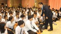 รศ.ดร.ประเสริฐ ปิ่นปฐมรัฐ อธิการบดีมหาวิทยาลัยเทคโนโลยีราชมงคล(มทร.)ธัญบุรี เป็นประธานในพิธีเปิดงานปฐมนิเทศนักศึกษาใหม่ ประจำปีการศึกษา ๒๕๕๗ พร้อมกับพูดคุย ทักทายนักศึกษาอย่างเป็นกันเอง ณ หอประชุม มทร.ธัญบุรี วันที่ ๓๑ กรกฎาคม ๒๕๕๗  ภาพถ่ายโดย : กองประชาสัมพันธ์ มหาวิทยาลัยเทคโนโลยีราชมงคลธัญบุรี จัดทำอัลบั้มภาพโดย : งานพัฒนาและเผยแพร่ข้อมูลเว็บไซต์ สำนักวิทยบริการและเทคโนโลยีสารสนเทศ มทร.ธัญบุรี