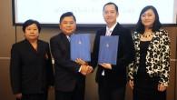 รศ.ดร.ประเสริฐ ปิ่นปฐมรัฐ อธิการบดีมหาวิทยาลัยเทคโนโลยีราชมงคล(มทร.)ธัญบุรี ลงนามความร่วมมือกับ บริษัท ซีดีไอพี (ประเทศไทย) จำกัด ในสัญญาการถ่ายทอดเทคโนโลยีกระบวนการผลิตสารสกัดว่านตาลเดี่ยวเพื่อใช้ในเครื่องสำอาง พร้อบกับรับมอบทุนวิจัยเพื่อดำเนินการต่อยอด ณ ห้องประชุมสะบันงา วิทยาลัยการแพทย์แผนไทย มทร.ธัญบุรี  ภาพถ่ายโดย : กองประชาสัมพันธ์ มหาวิทยาลัยเทคโนโลยีราชมงคลธัญบุรี จัดทำอัลบั้มภาพโดย : งานพัฒนาและเผยแพร่ข้อมูลเว็บไซต์ สำนักวิทยบริการและเทคโนโลยีสารสนเทศ มทร.ธัญบุรี