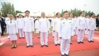 """รศ.ดร.ประเสริฐ ปิ่นปฐมรัฐ อธิการบดีมหาวิทยาลัยเทคโนโลยีราชมงคลธัญบุรี เป็นประธานในพิธี """"ราชมงคลธัญบุรีร่วมใจ สำนึกในพระมหากรุณาธิคุณ"""" เนื่องในโอกาส """"วันราชมงคล"""" ซึ่งเป็นวันที่พระบาทสมเด็จพระเจ้าอยู่หัว ทรงพระราชทานนาม จาก """"วิทยาลัยเทคโนโลยีและอาชีวศึกษา"""" เป็น """"สถาบันเทคโนโลยีราชมงคล"""" เมื่อวันที่ 15 กันยายน 2531 โดยภายในงานมีการอันเชิญตราประจำมหาวิทยาลัยเข้าสู่บริเวณพิธี การขับร้องเพลง """"จารึกราชมงคลธัญบุรี"""" ซึ่งขับร้องโดย นายสมพล รุ่งพาณิชย์ (แหลม 25Hours) ศิษย์เก่าคณะศิลปกรรมศาสตร์ อธิการบดี ถวายเครื่องราชสักการะ เปิดกรวยดอกไม้..."""