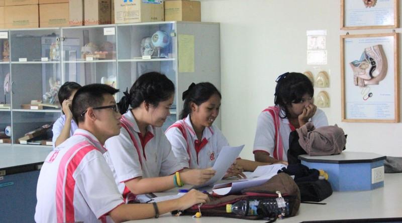คณะวิทยาศาสตร์และเทคโนโลยี จัดอบรมเชิงปฏิบัติการทางวิทยาศาสตร์ให้กับนักเรียนโรงเรียนเทพศิรินทร์คลองสิบสาม
