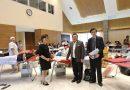 รศ.ดร.ประเสริฐ  ปิ่นปฐมรัฐ  อธิการบดีมทร.ธัญบุรี  เข้าพูดคุยให้กำลังใจ นักศึกษาและบุคลากร ที่เข้าบริจาคโลหิตกับสภากาชาดไทย เมื่อวันที่ 10 เมษายน 2560