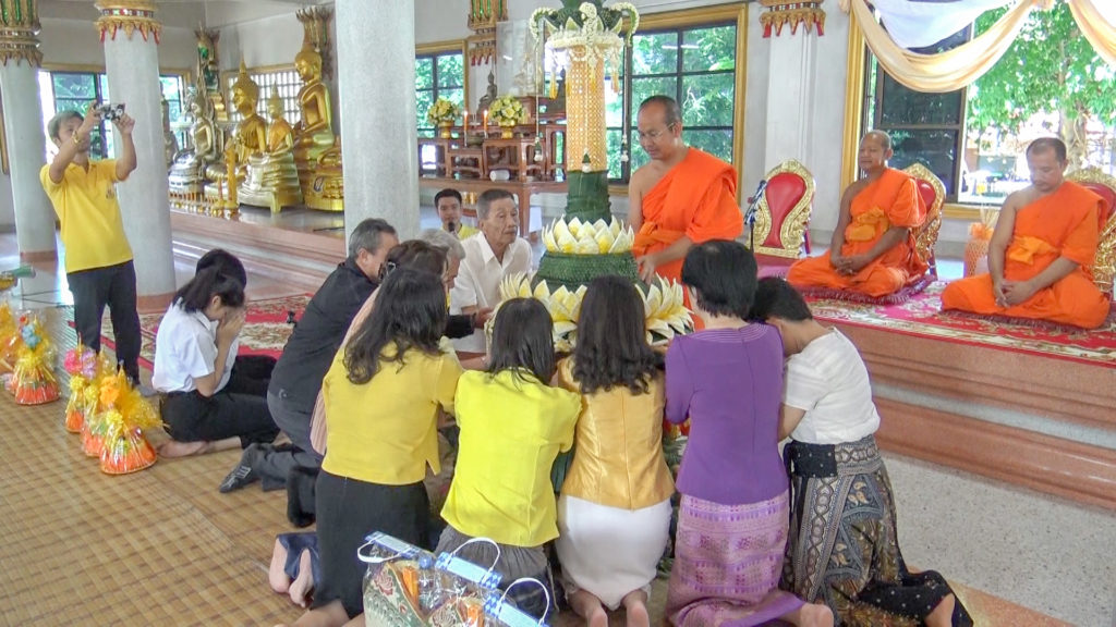 มทร.ธัญบุรี ร่วมสืบสานประเพณีไทย นำนักศึกษาชั้นปีที่ 1 แห่เทียนพรรษา เพื่อให้นักศึกษา เห็นความสำคัญ และมีส่วนร่วมในกิจกรรมวันอาสาฬหบูชาและวันเข้าพรรษา