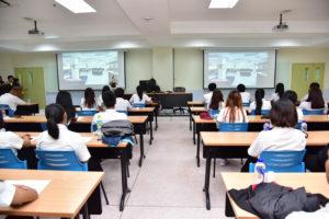 นายวิรัช โหตระไวศยะ รักษาราชการแทนอธิการบดี มทร.ธัญบุรี มอบประกาศนียบัตรแก่นักศึกษา โครงการพัฒนาทักษะเทคโนโลยีสารสนเทศในระดับ Professional สู่มาตรฐานสากล ในหลักสูตร CompTIA Cloud Essentials และ CompTIA A+