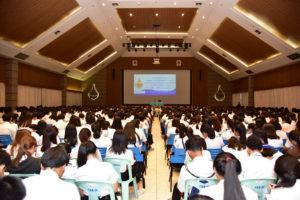 นายวิรัช โหตระไวศยะ รักษาราชการแทนอธิการบดี มทร.ธัญบุรี เปิดการปฐมนิเทศและให้โอวาทแก่นักศึกษากองทุนเงินให้กู้ยืมเพื่อการศึกษา ประจำปีการศึกษา ๒๕๖๒